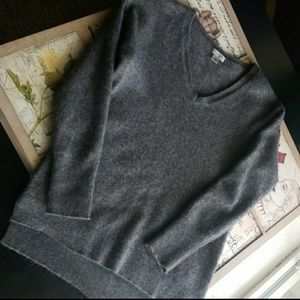 Nwot beautiful cashmere v-neck sweater